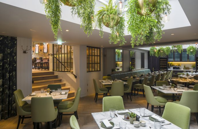 Goddard Littlefair designs Hans' Bar & Grill at 11 Cadogan Gardens