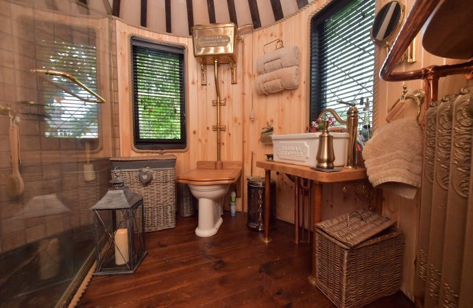 Treehouse bathroom fit for a princess, by Thomas Crapper